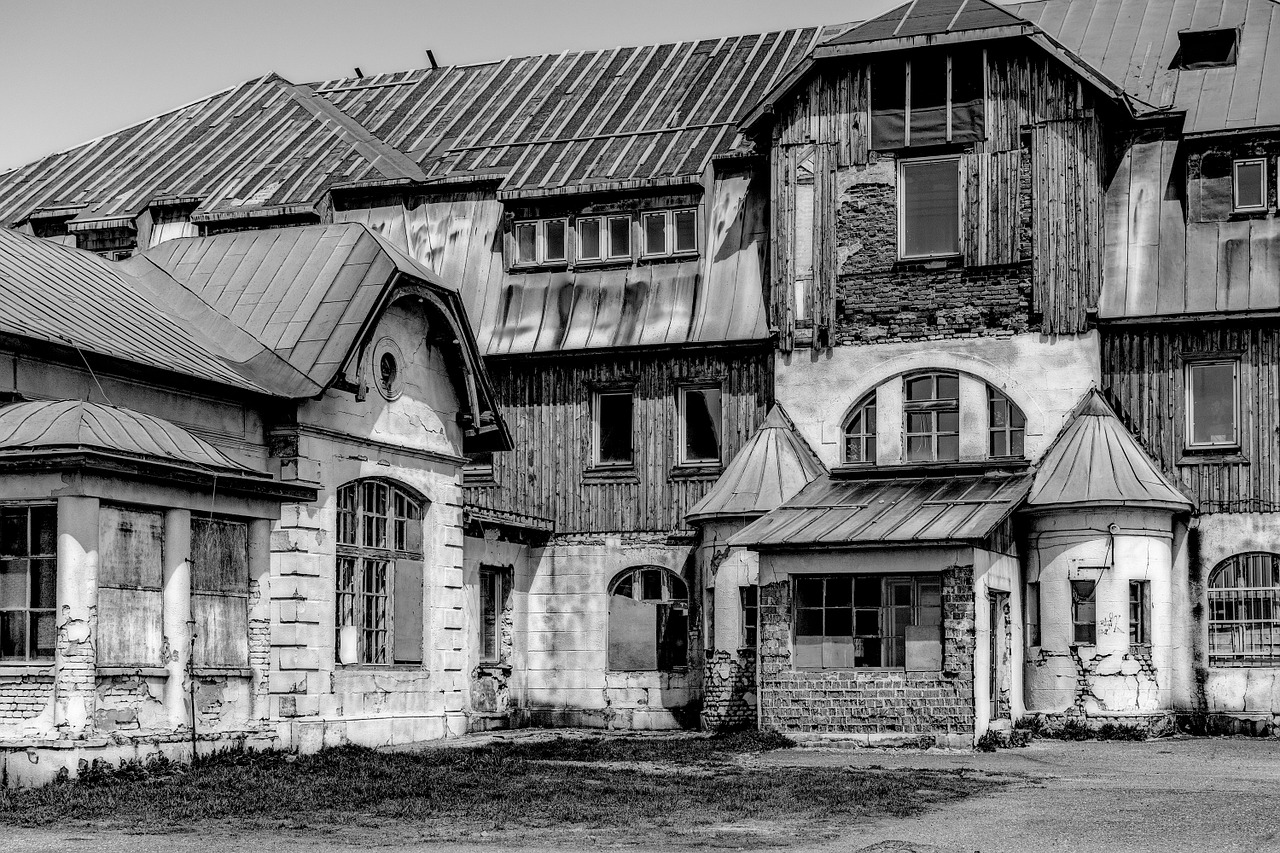 old house B&W