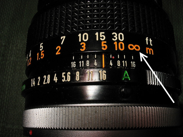 Mark of infinity on a lens